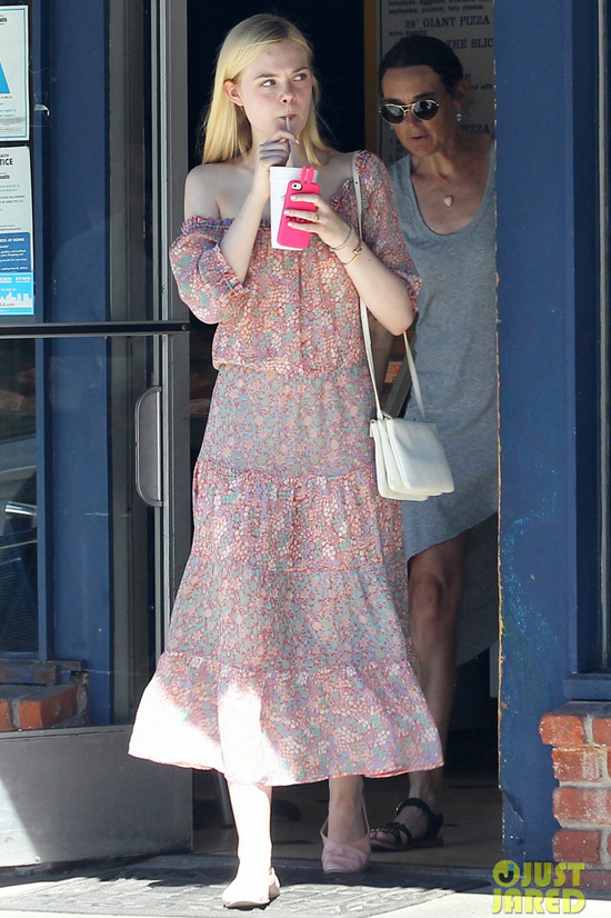 elle-fanning-girls-day-shoppin-8012-6788