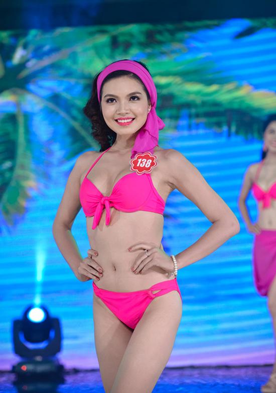 Đỗ Thùy Dương, mới tốt nghiệp Đại học Luật Hà Nội. Cô cao 1m66, nặng 48kg, số đo ba vòng 85-65-87.