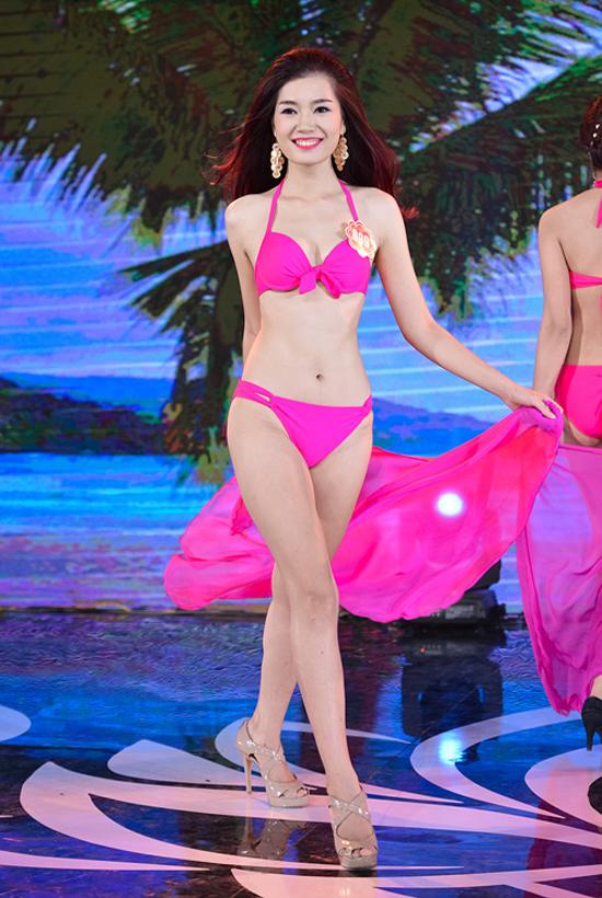 Lã Thị Kiều Anh, 21 tuổi, sinh viên Đại học Lao động - Xã hội. Cô cao 1m74, nặng 54kg, số đo 83-61-94.