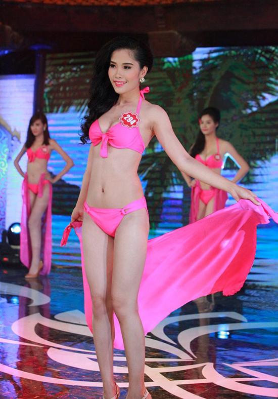 Nguyễn Thị Lệ Lan Em, sinh viên Đại học Văn hóa Nghệ thuật Quân đội. Cô cao 1m71, nặng 50kg, số đo 82-61-89.