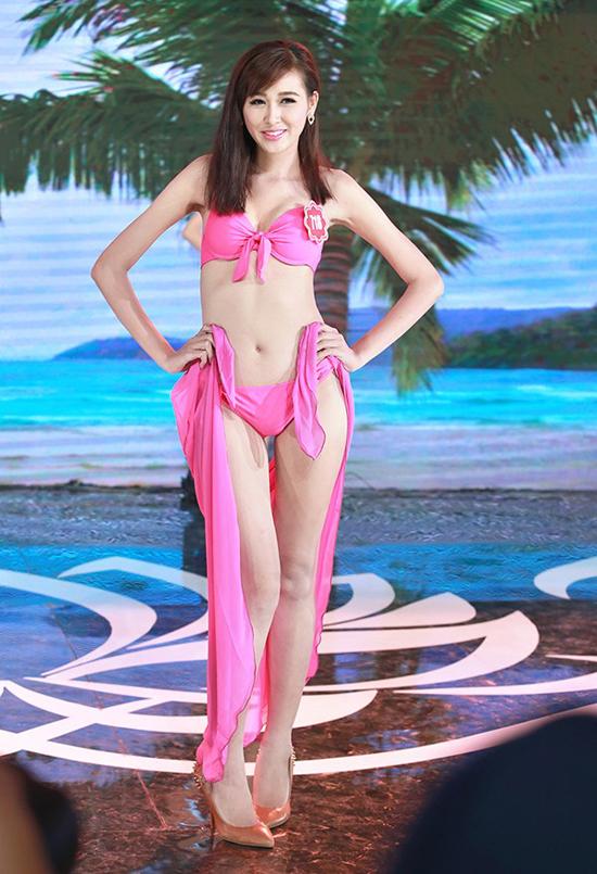Nguyễn Ngọc Mai, 20 tuổi, người mẫu tự do. Cô cao 1m69, nặng 48kg, số đo 78-63-89.