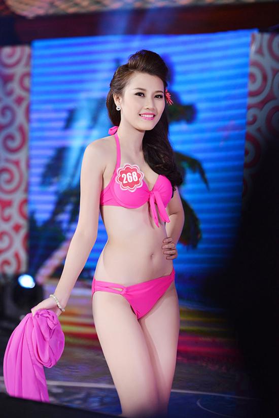 Nguyễn Thanh Tú, 19 tuổi, sinh viên Học viện Báo chí và Tuyên truyền. Cô cao 1m70, nặng 50kg, số đo 78-60-93.