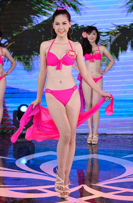 Nguyễn Thị Hà Vy, 20 tuổi, sinh viên Đại học Kinh tế Huế. Cô cao 1m67, nặng 47kg, số đo 78-60-88.