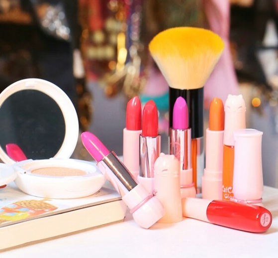 cosmetic-fashion-lipstick-make-2347-4334