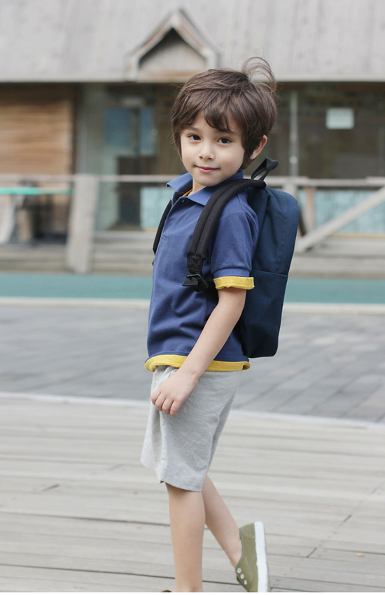 (7) Tuy sử dụng những món đồ cơ bản, set đồ của cậu bé vẫn đủ thu hút sự chú ý nhờ biết cách nhấn nhá vào các chi tiết nhỏ hay cách phối hợp màu sắc hài hoà ăn ý.
