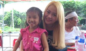 Sao Việt 26/10: Mi-A gây tranh cãi khi tươi cười trong đám tang ông