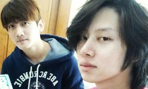 Sao Hàn 26/10: Hee Chul bơ phờ sau cả ngày cày game với Chang Min