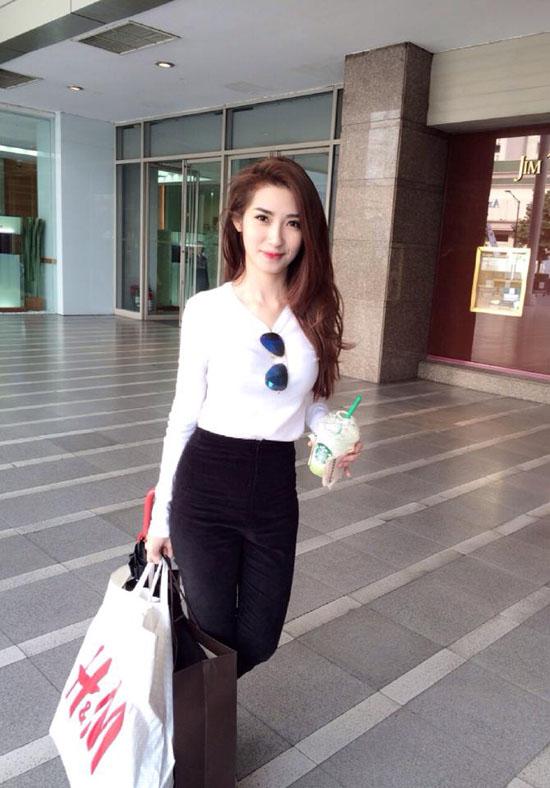 hot-girl-khoe-thanh-qua-di-mua-4807-2632