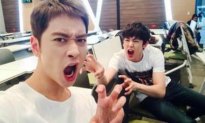 Sao Hàn 28/10: Chan Sung - Nich Khun hóa zombie dọa fans