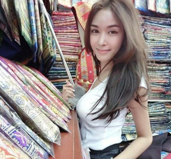 Hoa-hau-chuyen-gioi-Lao-vuot-x-7773-9404