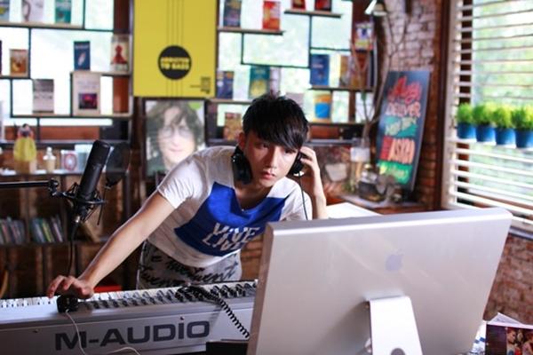 Sơn Tùng còn bịMột Fanpage của Lee Jung Shin chia sẻ thông tin kêu gọi người hâm mộ tẩy chay sản phẩm âm nhạc.