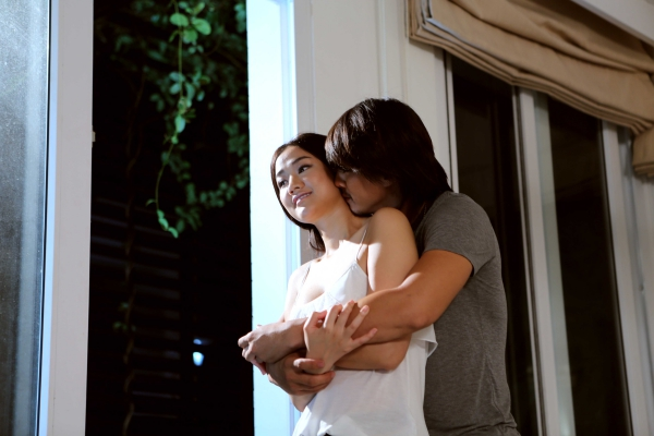 Mayacùng Hà Việt Dũng -người thủ vai cảnh sát Nhân trong phim Hương Ga - vào vai một đôi tình nhân gặp nhiều thử thách. Khi họ đang hạnh phúc, chàng traidính vào vòng lao lý và phải xa rời người mình yêu.