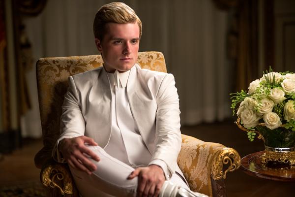 Peeta thì đã bị tổng thống Snow tẩy não và giam giữ tại Capitol. Katniss đã quyết tâm phát động một cuộc chiến, bắt đầu từ chính quận 13 này và sẽ lan rộng trong phạm vi toàn bộ đất nước Panem, với mục tiêu lật đổ chính quyền độc tài.