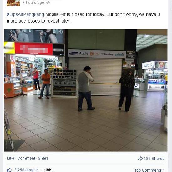Sau khi vụ việc lừa đảo của Mobile Air lan truyền trên Internet, hôm qua, cửa hàng này đã tạm phải đóng cửa trước làn sóng phản đổi của người tiêu dùng. Ảnh: Facebook.