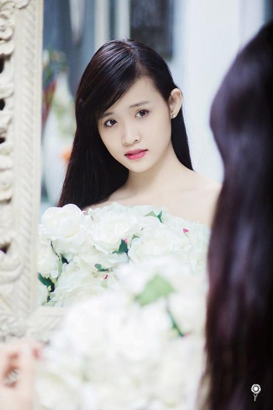 Trương Mỹ Nhân hiện đang là sinh viên của trường ĐH Sân khấu Điện ảnh TP.HCM. Cô sinh năm 1995 và sở hữu chiều cao hết sức ấn tượng: 1m78.