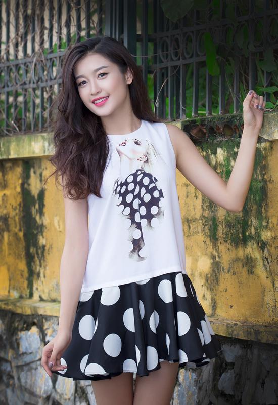 Nguyễn Trần Huyền My, 19 tuổi, cao 1m76, nặng 54kg, có số đo khá chuẩn 83-60-89. Chân dài là gương mặt quen thuộc trên sàn diễn thủ đô và từng đoạt giải Gương mặt ăn ảnh tại cuộc thi Siêu mẫu châu Á 2011.