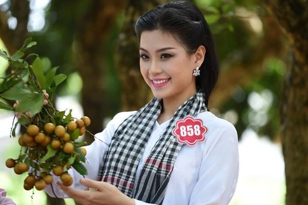 Trong số các thí sinh Hoa hậu Việt Nam năm nay, Diễm Trang là cô gái có bảng thành tích dày đặc nhất.1991 này từng đoạt giải cao nhất trong cuộc thi Đại sứ cà phê Việt Nam 2013, Miss Teen 2010, Miss Apone Lào 2012.  Không chỉ xinh đẹp, Diễm Trang còn là một cô gái năng động khi là đại sứ Diễn đàn trẻ Châu Á Thái Bình Dương 2011 và là đại biểu đoàn Việt Nam tham dự Tàu Thanh niên Đông Nam Á 2012.