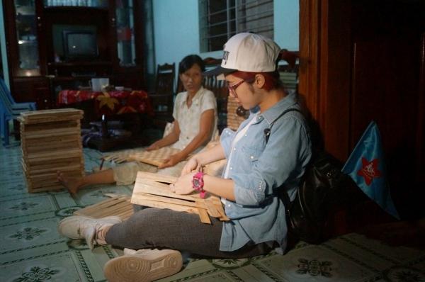 Tuy nhiên,những chủ nhà mà Hòa Minzynói chuyện lại không có người thân đi làm ăn xa khiến cô nàng gặp nhiều vất vả kiến chỗ trọ đến tận tối.