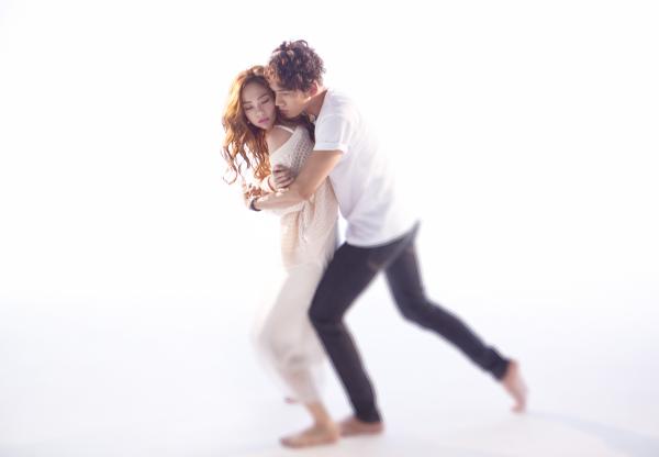 Tối 7/11,ca sĩ Minh Hằng chính thức giới thiệu MV mới mang tên Anh ở đâu. Đây là một sáng tác củanhạc sĩ Dương Khắc Linh vớigiai điệu pop ballad nhẹ nhàng, sâu lắng.
