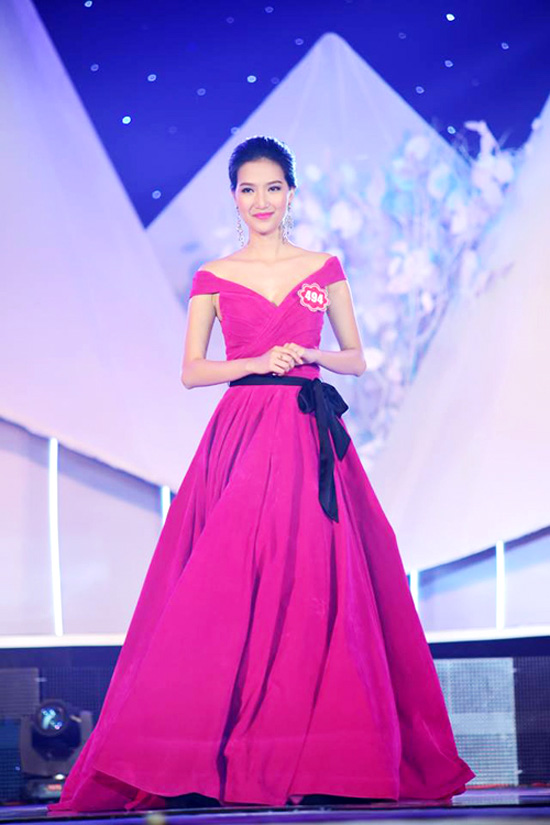 Phạm Mỹ Linh - còn gọi là Linh Sunny là một trong những hot girl nổi tiếng Hà Nội. Cô từng giành ngôi vị quán quân cuộc thi Người dẫn chương trình - Én vàng 2014