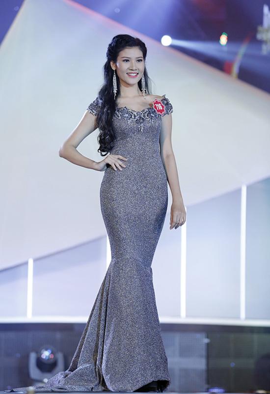 Trang Trần Diễm Quỳnh, 21 tuổi, đến từ TP HCM. Cô cao 1m76, nặng 54kg, số đo 84-61-92.