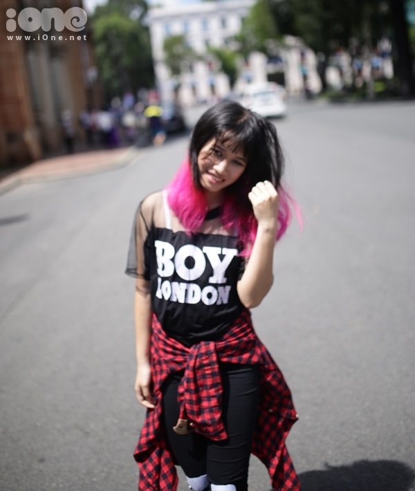 Style thời trang mà mình kết nhất là phong cách rock chic vừa cá tính, mạnh mẽ, hầm hồ, có chút bất cần, thêm đó là sự màu mè, nổi bật như của fashionista Susie Lau.