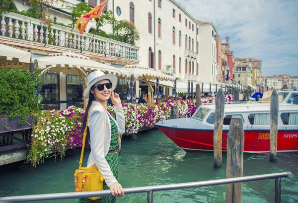 Hoa hậu Ngọc Hândành nhiều tình yêu đến những khung cảnh đẹp đến mê hôn của thành phốVenice, Italy.