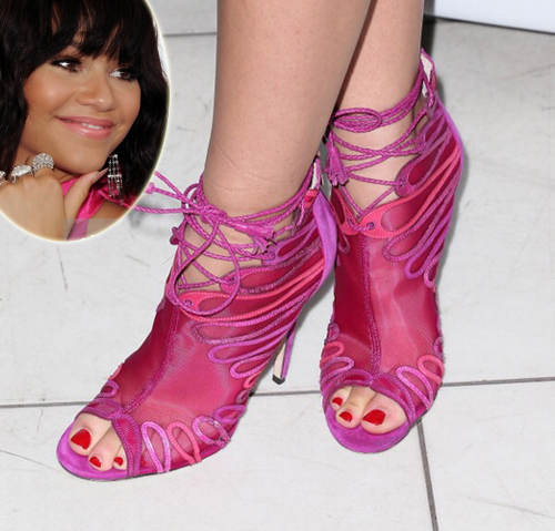 zendaya-crazy-shoes-copy-2236-1415867301