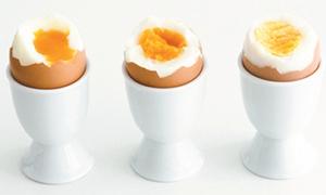 Trứng luộc để qua đêm ăn được nữa không?