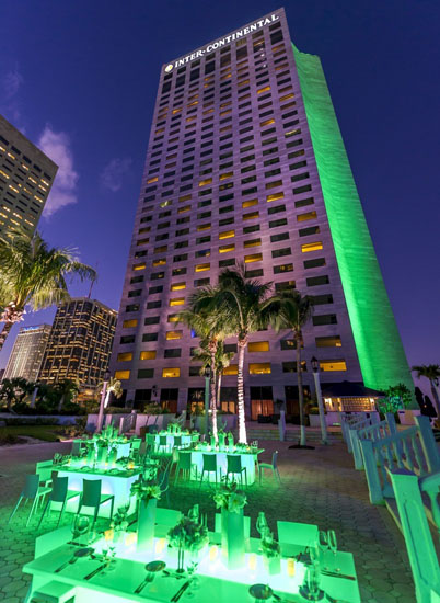 Tổ hợp khách sạn hạng sang Interncontinental với hơn 178 khách sạn đạt tiêu chuẩn 5 sao với tổng số phòng lên tới 60.560 phòng. Theo bình chọn của những người du lịch năm 2011 đây là một trong top 25 khách sạn hàng đầu trên thế giới. Đặc biệt khách sạn Intercontinental ở Hồng Kông nổi tiếng với mức giá đắt nhất thế giới lên tới 13.000$ mỗi đêm.