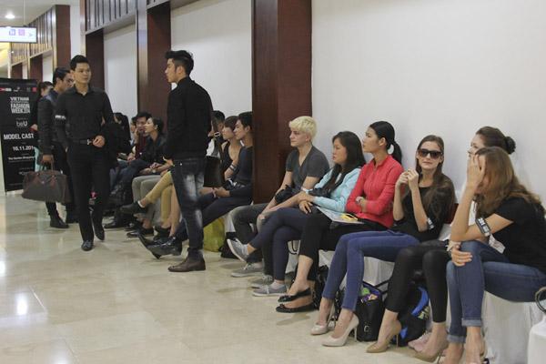Sau buổi tuyển chọn tại Thành phố Hồ Chí Minh vào ngày 6/11 vừa qua, Ban tổ chức Tuần lễ thời trang quốc tế tại Việt Nam tiếp tục tổ chức buổi tuyển chọn người mẫu khu vực miền bắc tại TTTM The Garden Hà Nội vào chiều ngày 16/11.