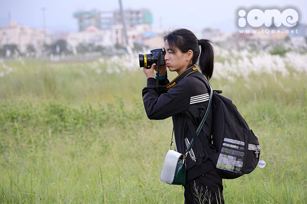 Các nhiếp ảnh trẻ say sưa sáng tác ảnh chân dung ngoại cảnh cho bạn bè hoặc mở những gói chụp ảnh ưu đãi cho mọi người.