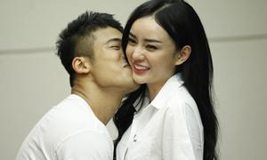 'Phạm Băng Băng Việt' bị Ngọc Minh Idol hôn tới tấp