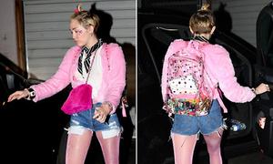 Miley Cyrus mặc cả cây hồng quê mùa ra phố