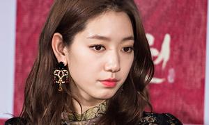 Park Shin Hye đóng vai ác, thân thiết bên bạn diễn lớn tuổi