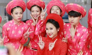 Vợ 9x Lam Trường nhí nhảnh trong ngày rước dâu