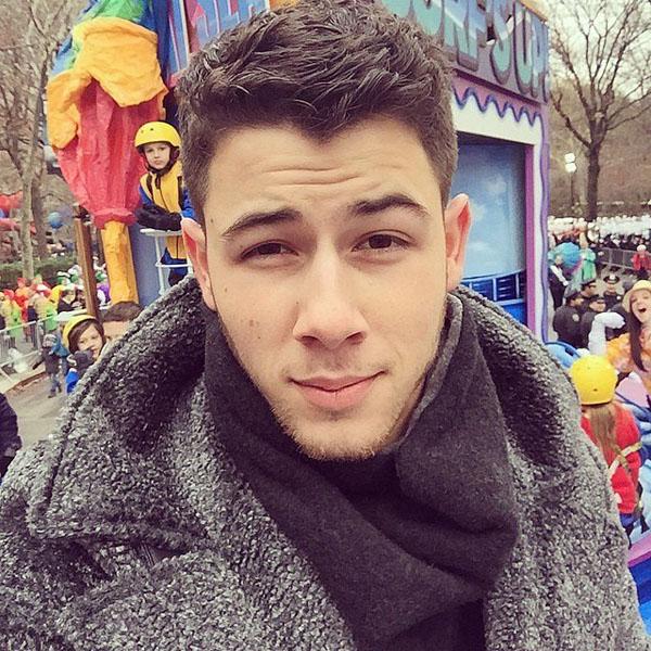 Nick-Jonas-snapped-selfie-from-4846-5727