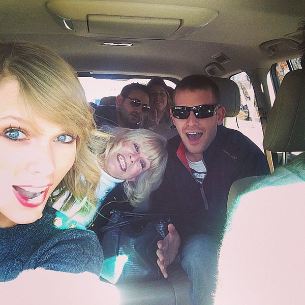 Taylor-Swift-rode-carful-cousi-2572-7645