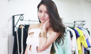 Hot or not: Váy cắt khoét phóng tay của Thủy Top