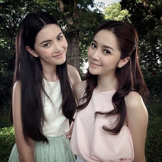 12. Hiện nay, Aom đang là ngôi sao trẻ được chú ý và yêu thích không kém gì nữ diễn viên Mai Davika.