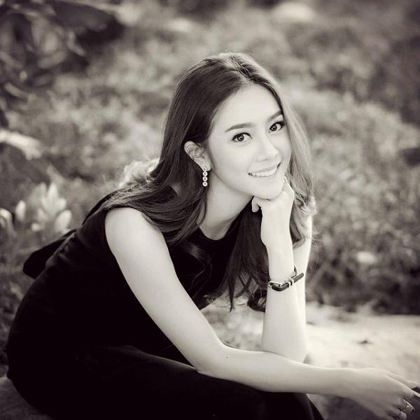 9. Sinh năm 1992, Aom Sarita là hot girl đình đám của khoa báo chí trường đại học Srinakharinwirot, với vẻ đẹp trong sáng và dịu dàng, cô được cộng đồng mạng vô cùng ưu ái.