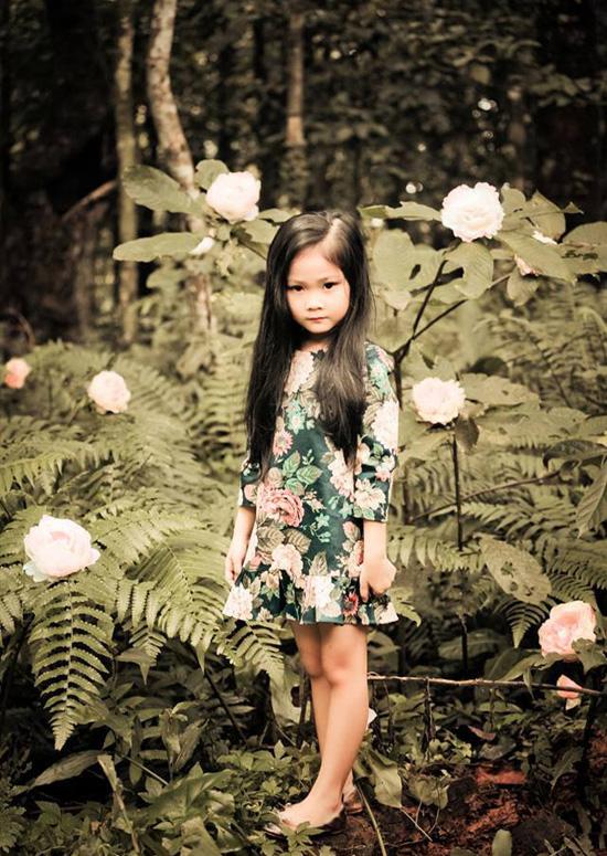 Mới chỉ 7 tuổi nhưng cô bé đã sở hữu trong tay hàng chục giải thưởng lớn nhỏ tại các cuộc thi mẫu nhí trên mạng, tham gia nhiều chương trình biểu diễn thời trang, nghệ thuật cho các nhãn hàng, thương hiệu lớn, đóng TVC quảng cáo, phim ngắn và xuất hiện trong các MV ca nhạc