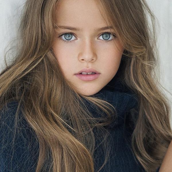 Kristina Pimenova, sinh năm 2005, là mẫu nhí nổi tiếng của xứ bạch dương với đôi   mắt xanh trong veo hút hồn, gương mặt đẹp như búp bê, trong sáng như một thiên   thần. Kristina được một tạp chí bầu chọn là bé gái xinh đẹp nhất thế giới.