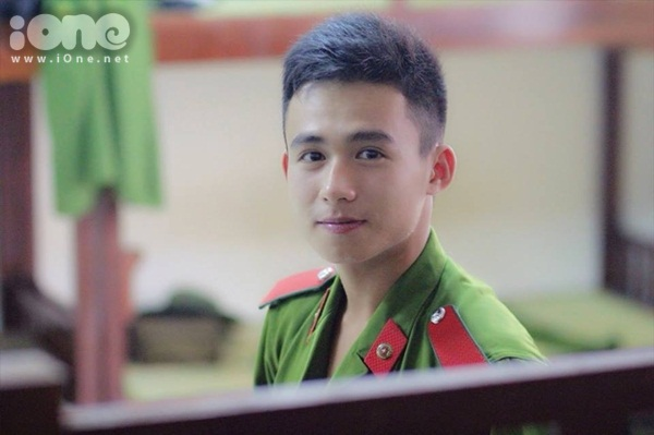 hot-boy-canh-sat-Trung-Hieu-iOne-4.jpg