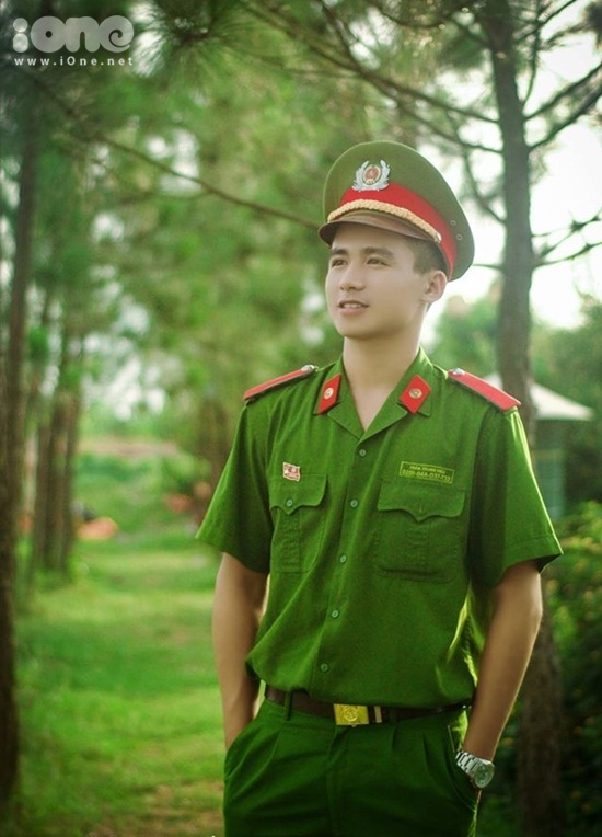 hot-boy-canh-sat-Trung-Hieu-iOne-3.jpg