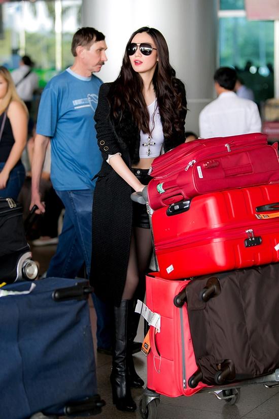 Sau khi tham dự Victorias Secret show, người đẹp còn ở lại Lon Don bàn kế hoạch với các nhà thiết kế nổi tiếng để thực hiện những bộ ảnh. Sau đó, cô di chuyển sang Mỹ để tham gia đình.