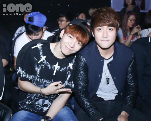 Bạn trai tin đồ của Khởi My - Huy Khánh e ấp cạnh Huy Nam.