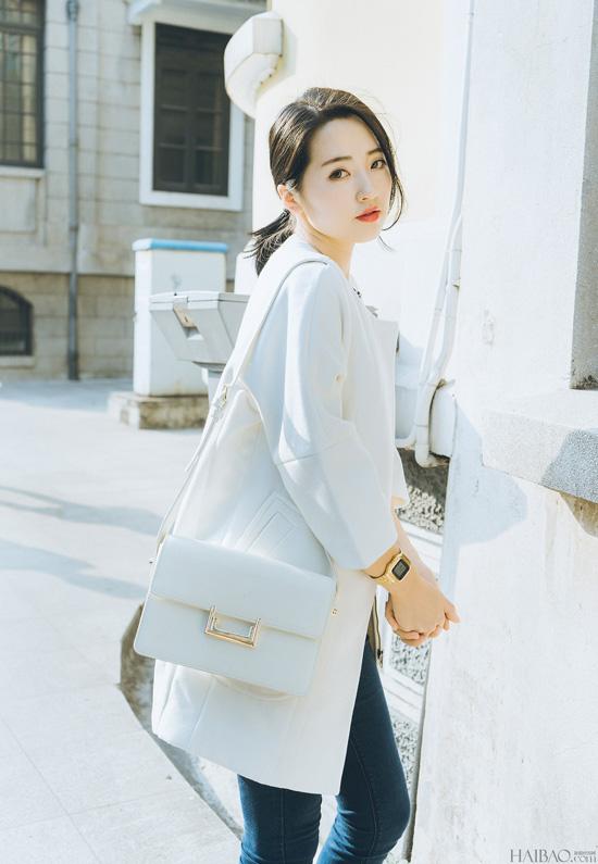 Cenyan Lan sinh ra và lớn lên ở Trung Quốc, cô nàng hiện đang là một trong số lookbook hot được giới trẻ mê thời trang trong nước và trên thế giới yêu thích bởi gu thời trang đơn giản, độc đáo mà vẫn vô cùng sành điệu.