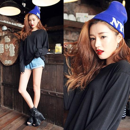 """Khi nhắc đến những icon thời trang đình đám của Châu Á, chắc chắn Park Sora sẽ luôn là cái tên được nhắc đến trong những gạch đầu dòng hàng top với phong cách đầy nữ tính của một cô gái trưởng thành, xen lẫn hài hòa với nét phá cách còn vương lại của tuổi """"xì tin""""."""