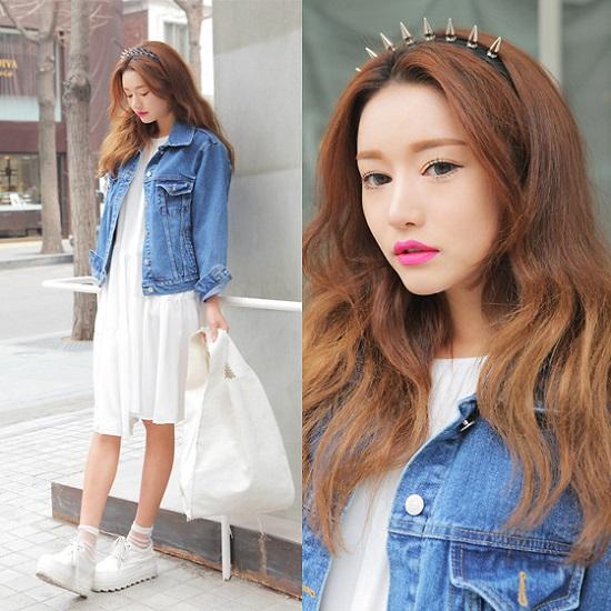 Cô gái với mái tóc óng ả và gương mặt như búp bê sứ này luôn được cánh truyền thông và giới mê thời trang săn đón trên mọi phương diện. Phong cách của Sora biến hóa vô cùng và chính bản thân cô là một phản chiếu sinh động về xu hướng diện đồ của giới trẻ Hàn Quốc ngày nay.